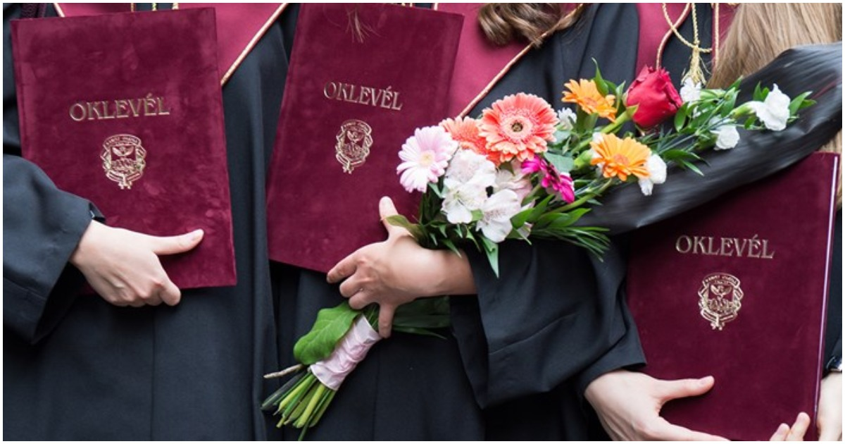 Több, mint százezren kapták kézhez diplomájukat nyelvvizsga nélkül