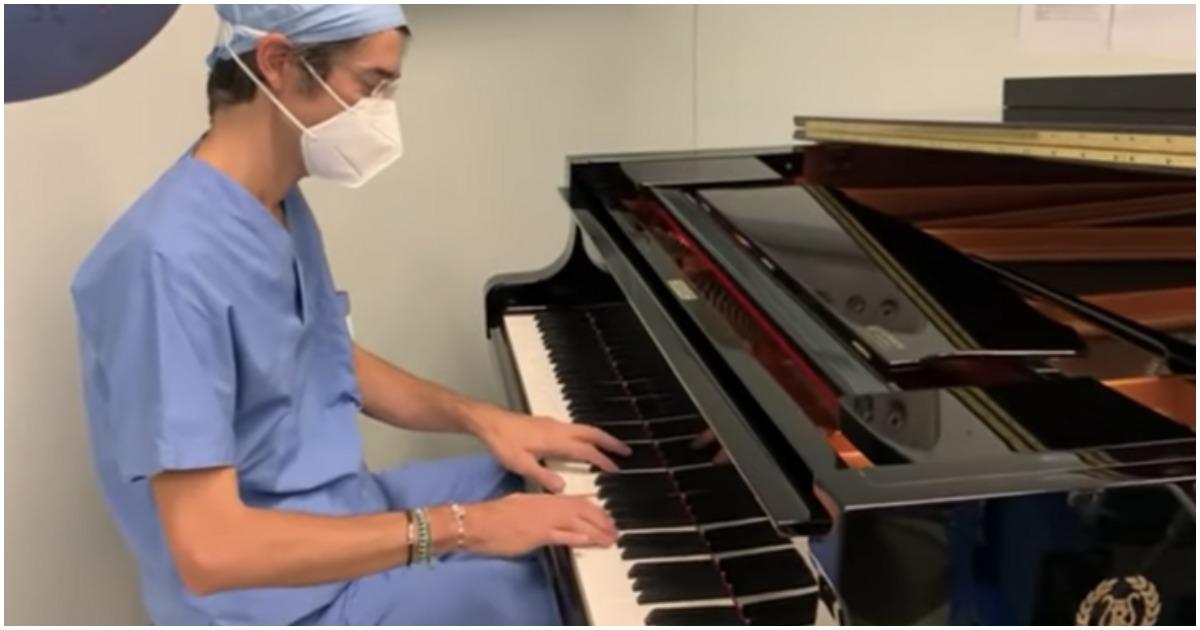 A világon először zongorakíséret mellett műtöttek meg egy kisfiút - Ő inkább metált hallgatott volna