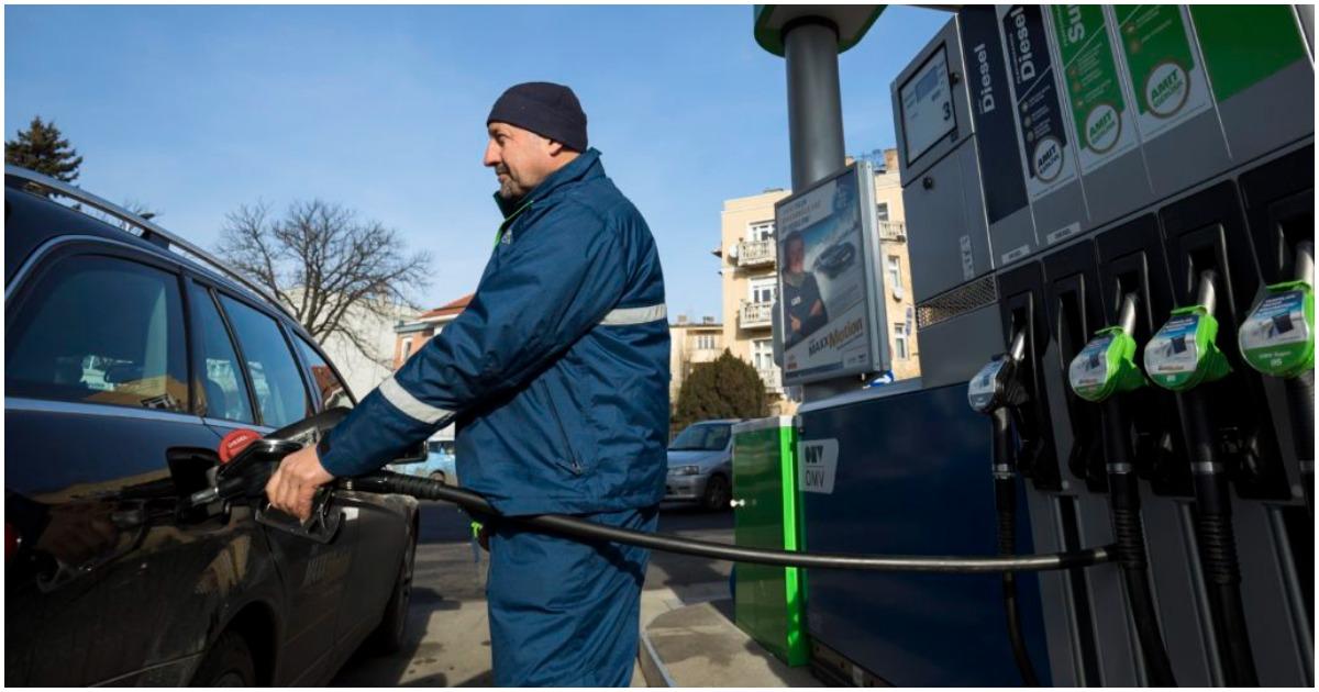 Egy hét alatt 16 forinttal csökken a benzin ára - Szerdától ismét olcsóbban tankolhatunk